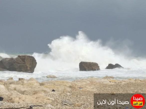619233eb00828 بالفيديو والصور  عاصمة الجنوب صيدا في قلب العاصفة نورما.. هذه هي الأضرار  والإصابات !!