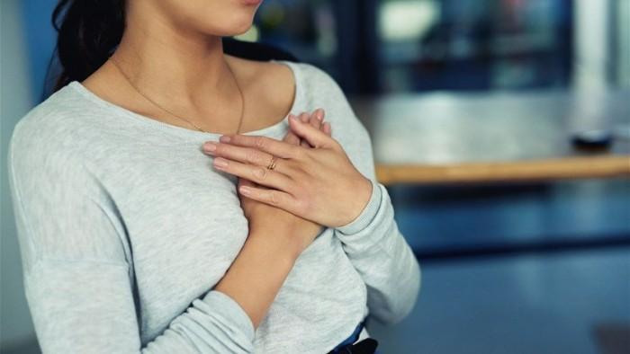 ثلاثة عوارض غير شائعة للإصابة بنوبات قلبية لدى النساء... ما هي؟